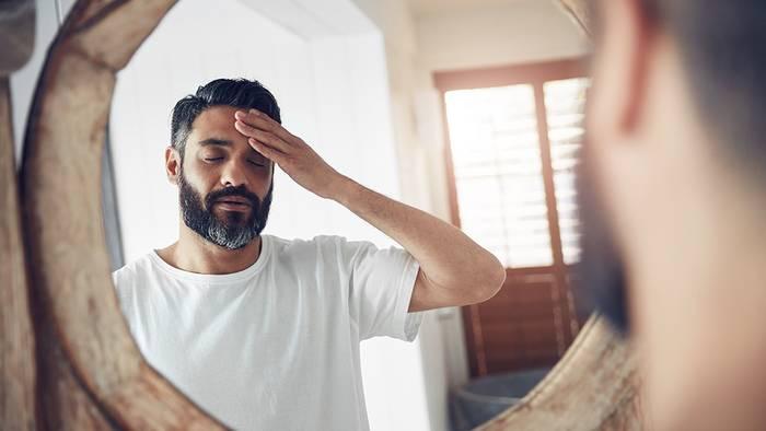 Video: Mann leidet jahrelang 30 Jahre lang an Kopfschmerzen: Die Ärzte entdecken ekelerregenden Grund
