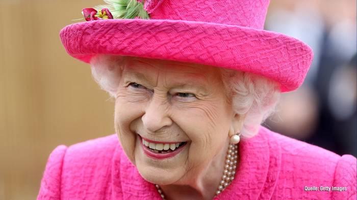 Video: Geheimnisse der Queen: Besonderes Schlafritual & Schuh-Tick