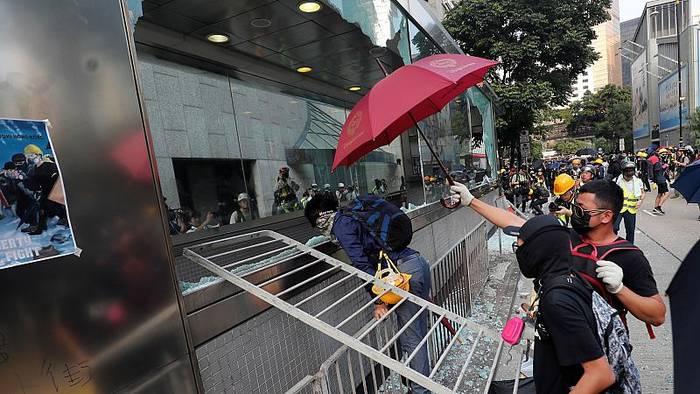 Video: Ausschreitungen bei Protesten in Hongkong