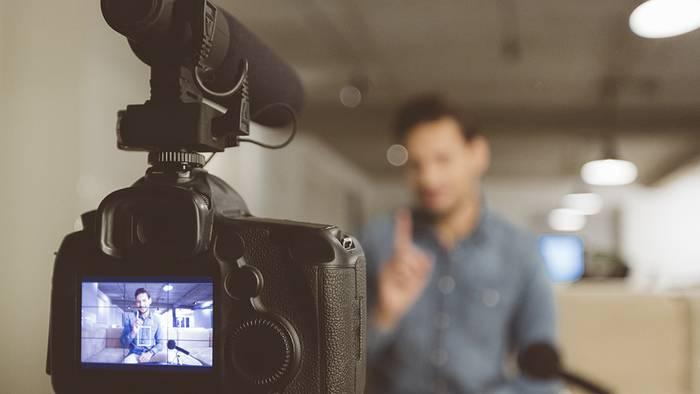 News video: Trotz Vorwurf von Rassismus und Antisemitismus: Dieser YouTuber hat als erster 100 Millionen Fans