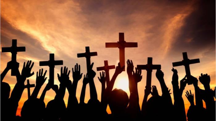 Video: Kirchenaustritt: Diese Folgen bringt er mit sich