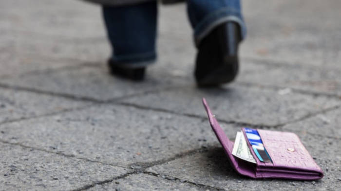 Video: EC- oder Kreditkarte verloren? Was Sie jetzt sofort tun sollten