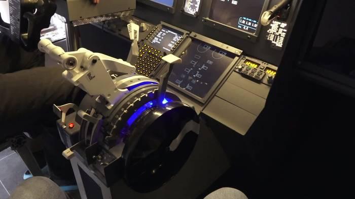 News video: Boeing 737 im Gartenhaus: Mann aus Germering baut sich hochwertigen Flugsimulator