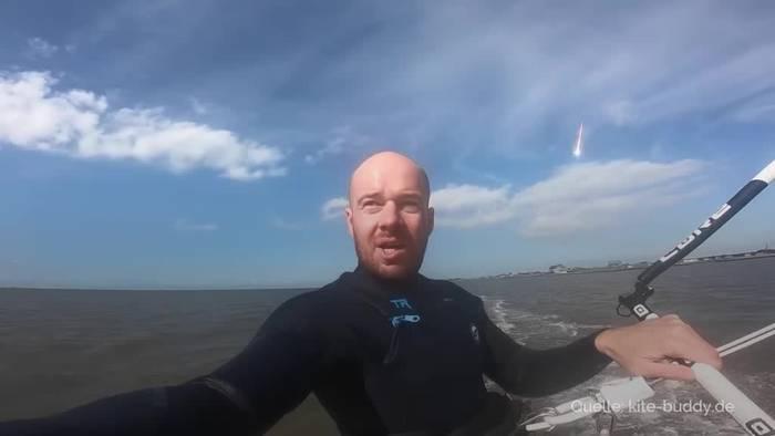 News video: Kite-Surfer filmt kleinen Asteroid über Norddeutschland