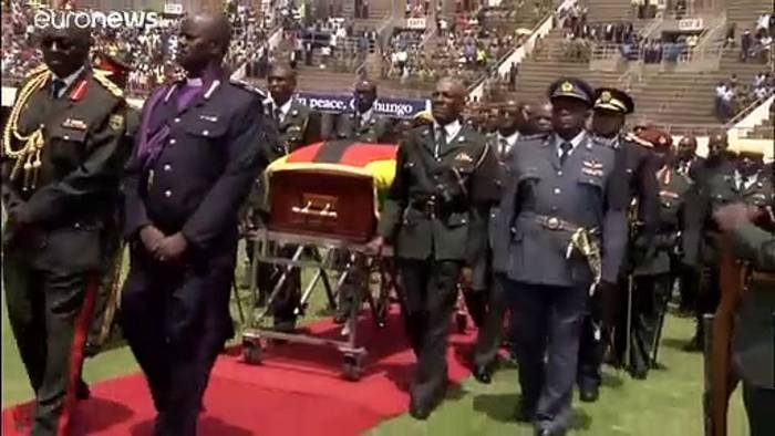 Video: Simbabwe: Mugabe bei staatlicher Trauerfeier als Held gewürdigt