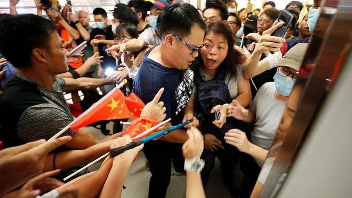 Video: Wilde Prügelei in Einkaufszentrum in Hongkong
