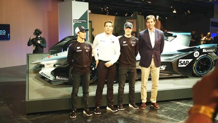 Beginn einer neuen Ära - Mercedes-Benz EQ Formel E Team präsentiert neues Auto
