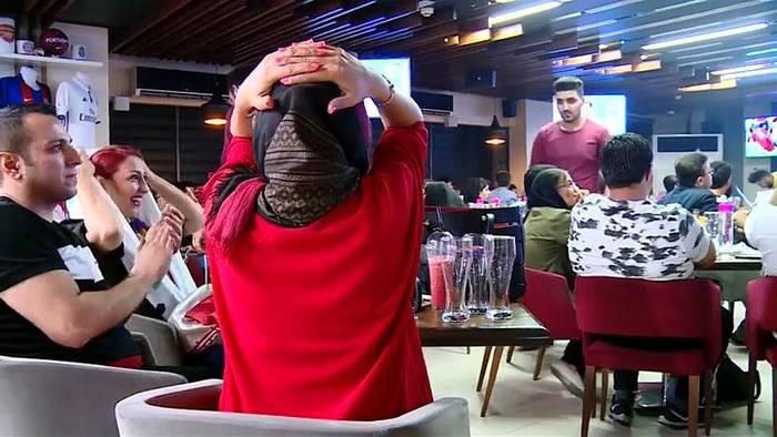 Video: Stadionverbot für Frauen bei Teheran-Derby