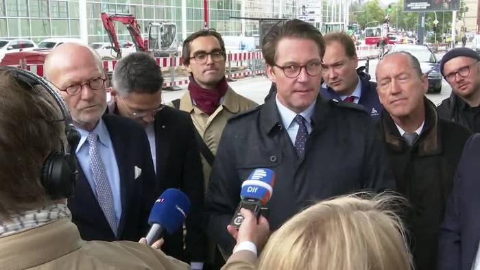 News video: Andreas Scheuer testet autonomes Fahren