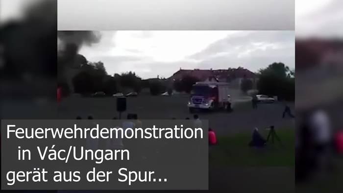 News video: Feuerwehrfahrzeug fliegt bei Übung aus der Kurve! Verletzte!