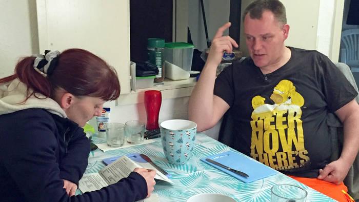 News video: Hartz-IV-Paar: Sie trennt sich, doch der Grund macht fassungslos