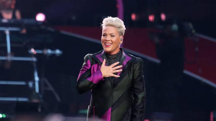 News video: Pink wird zur Tour-Legende: Billboard verleiht ihr den Titel 'Legend of Live'