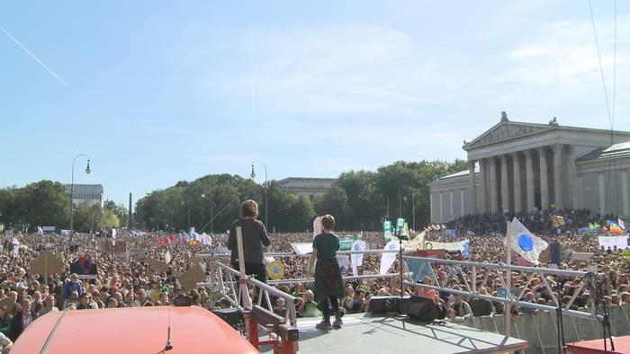 Video: Klimastreik in München: Protestzug durch die Innenstadt