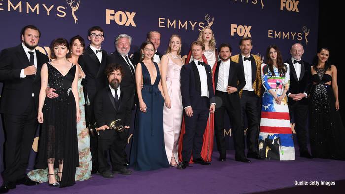 News video: Diese Emmy-Roben stahlen allen die Show