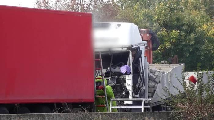 Video: Gefahrguttransporter verunglückt auf A2 in Niedersachsen