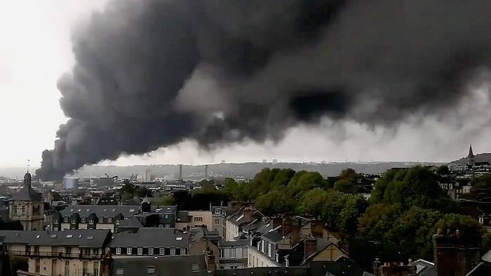 Video: Rouen: Feuer wütet in Chemiefabrik