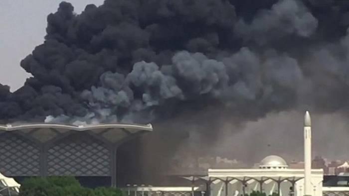 Video: Feuer im Bahnhof von Dschidda