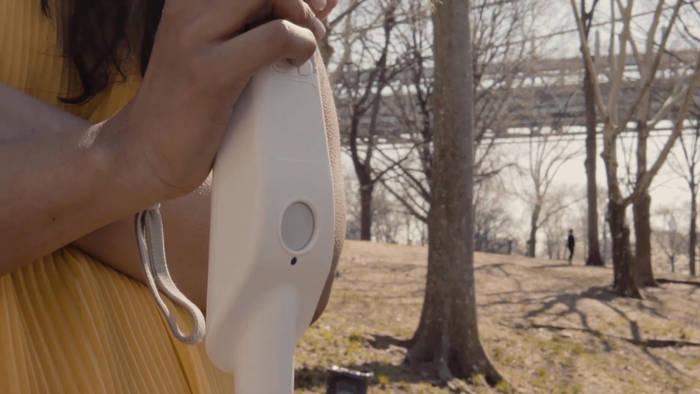News video: Blinder Ingenieur erfindet Gehstock mit Sensoren und Google Maps