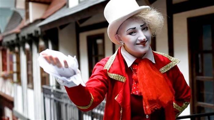 Video: My Cool School: Pantomimenkünstlerin