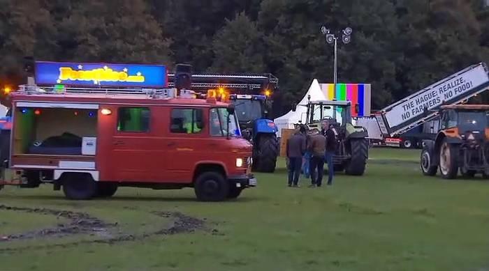 News video: 1136 km Stau: Niederländische Bauern verstopfen die Straßen von Den Haag