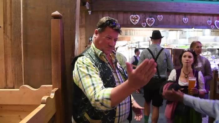 News video: Wiesn-Schurli ist seit 36 Jahren auf dem Oktoberfest