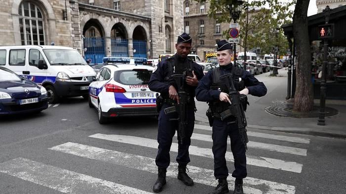 News video: Tödlicher Messerangriff in Paris: Polizei sucht nach Motiv