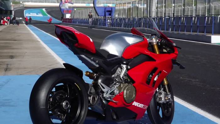 News video: Ducati Panigale V4 R International Press Test Jerez