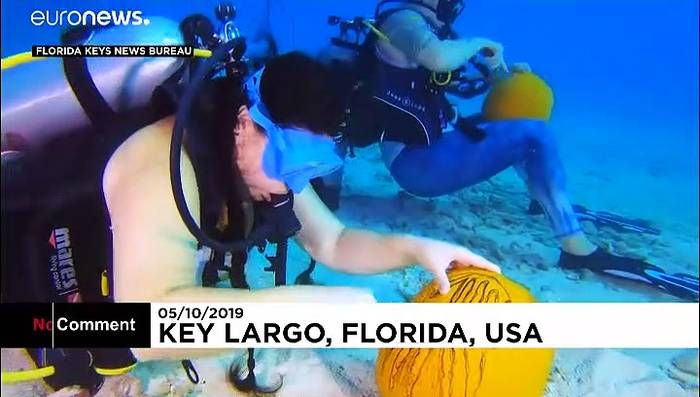 News video: Unterwasser-Kürbisschnitzwettbewerb im Atlantik