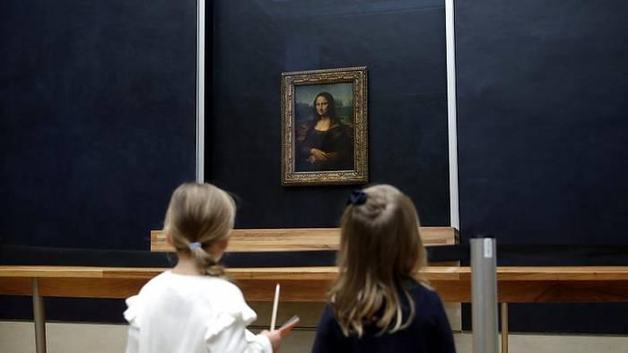 Video: Nach Renovierung: Mona Lisa wieder im Louvre zu sehen