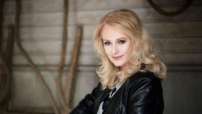 News video: Nicole: Dieser Star greift ihr jetzt unter die Arme