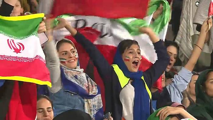 News video: Iranische Frauen dürfen erstmals ins Stadion