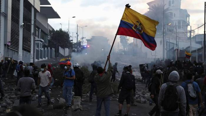 Video: Spritpreis-Erhöhung in Ecuador: Proteste in Quito eskalieren