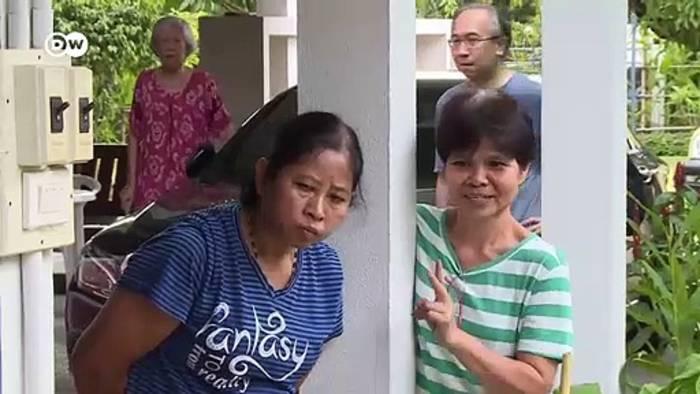 News video: Vorsicht Gift! Schlangenfänger in Thailand | Reporter