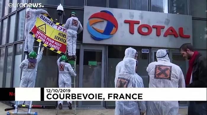 Video: Paris: ATTAC-Aktivisten beschädigen