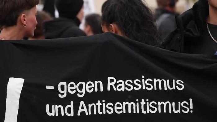 News video: Nach Anschlag: Solidaritätsdemo für Terror-Opfer von Halle