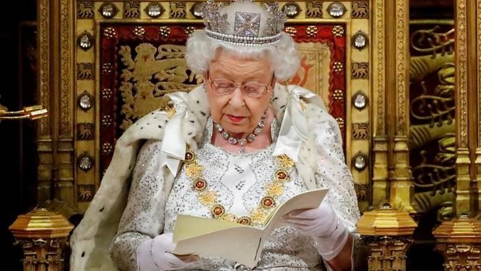 Video: Queen eröffnet britisches Parlament mit Johnson-Rede