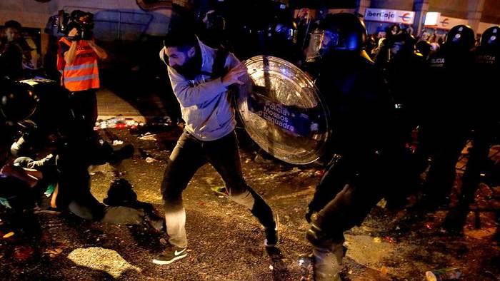 Video: Proteste gegen Separatisten-Urteile: Der