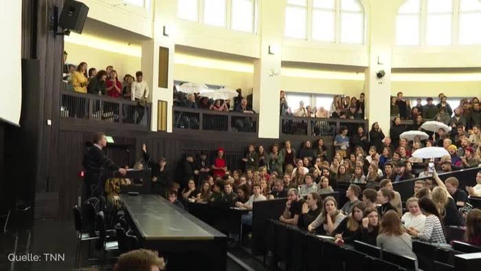 News video: Proteste an Hamburger Uni gegen AfD-Mitbegründer Lucke