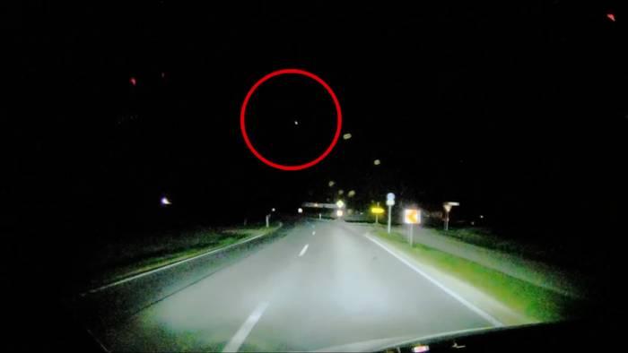 Video: Feuerball über Bayern: Dash-Cam filmt Meteoriten-Absturz
