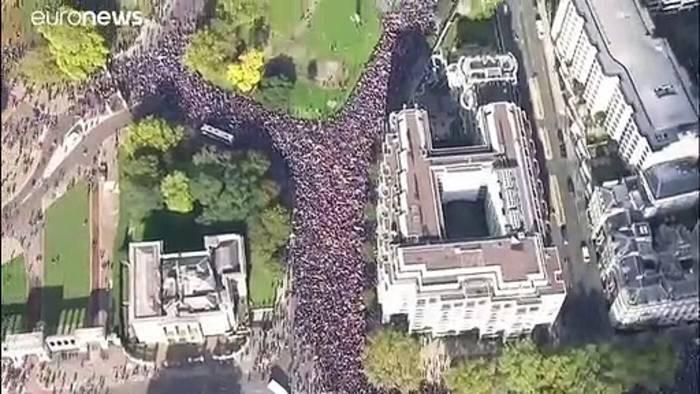 Video: Hunderttausende demonstrieren gegen Brexit