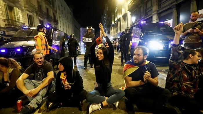 Video: Katalonienkonflikt: Madrid nur zu Dialog bereit, wenn Gewalt endet