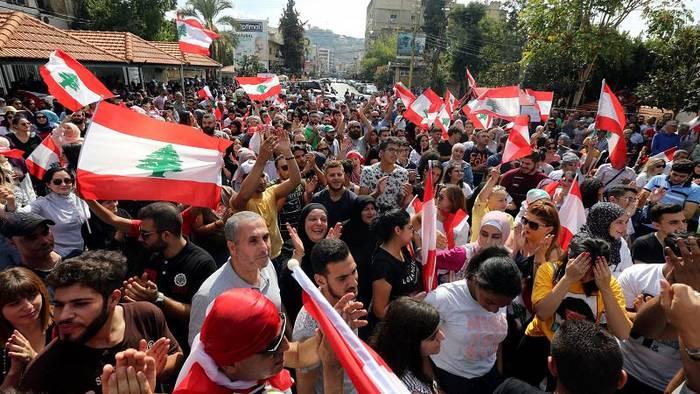 Video: Demonstranten im Libanon zeigen sich von ersten Konsequenzen der Regierung unbeeindruckt