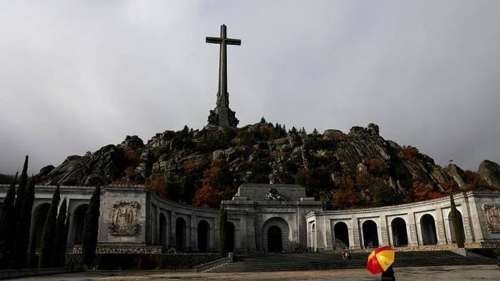 Video: Franco-Leichnam wird am 24. Oktober umgebettet - per Hubschrauber