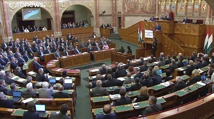 News video: Zwischenfall im ungarischen Parlament