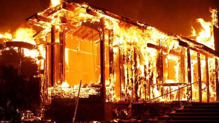 Video: Notstand in Kalifornien: 180.000 müssen ihre Häuser verlassen