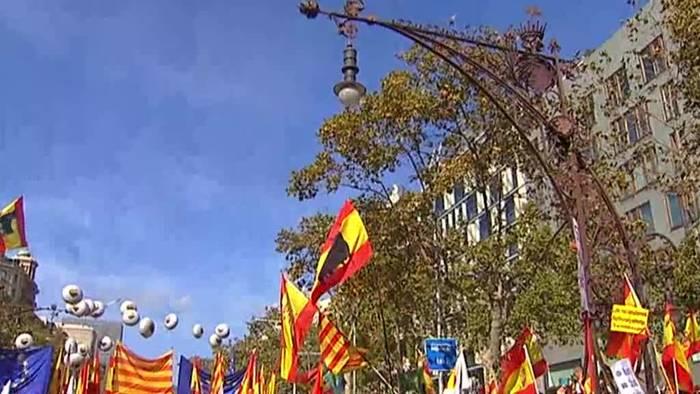 Video: Katalonien: Großdemos von Spanien-Anhängern und Separatisten