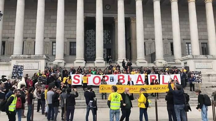 Video: Macrons Bild abgehängt: Prozess in Lyon