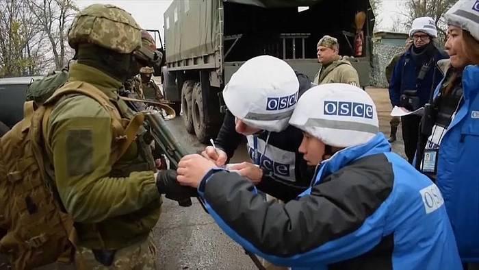 Video: Ukraine: Neue Truppenentflechtung, neue Proteste