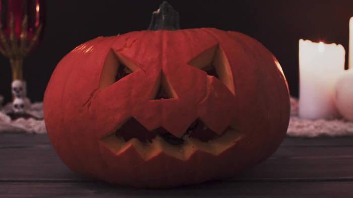 Video: Ein lustiger Abend? Diese Halloween-Streiche sind echte Straftaten