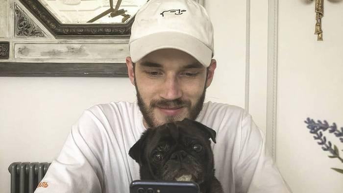 News video: PewDiePie: Der Gamer bringt wahrscheinlich aus Versehen seinen Hund Sven auf tragische Weise um